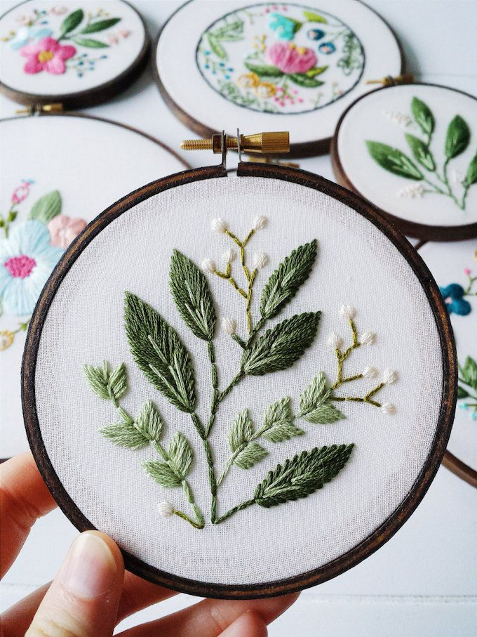 Delicate Hoop Art Embroidery Blossoming with Floral Motifs #floralembroidery
