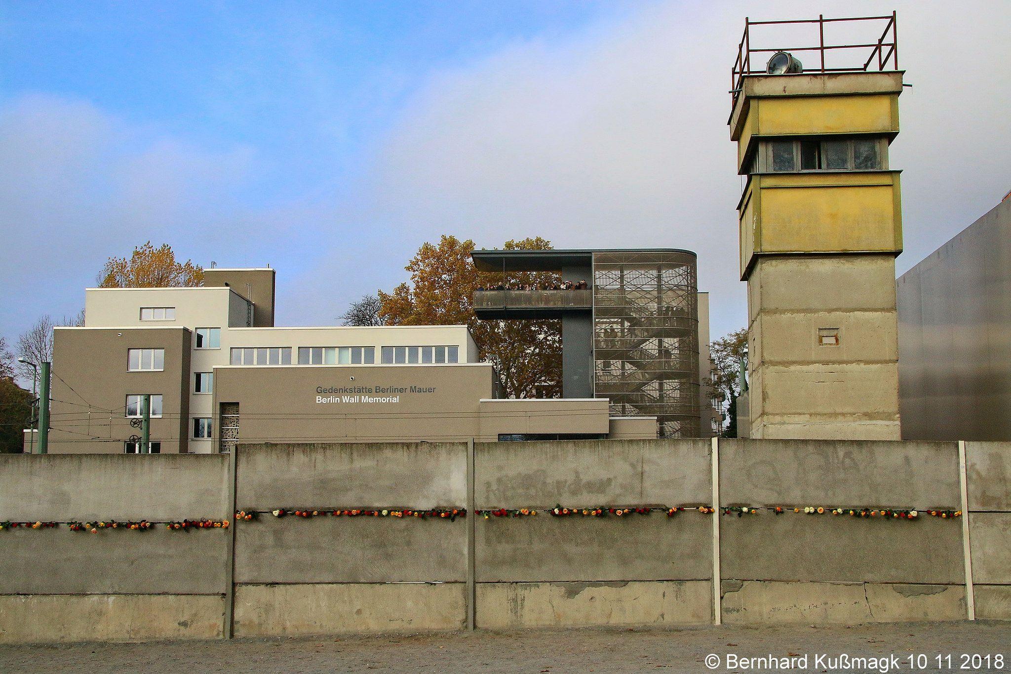 Europa Deutschland Berlin Mitte Bernauer Strasse Nahe Ecke Ackerstrasse Gedenkstatte Berliner Mauer House Styles Mansions Building