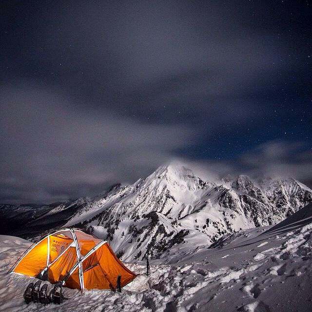 Great photo from the top of Winchester Mnt in WA state. shacking up in a Mountain Hardwear tent. & Great photo from the top of Winchester Mnt in WA state ...