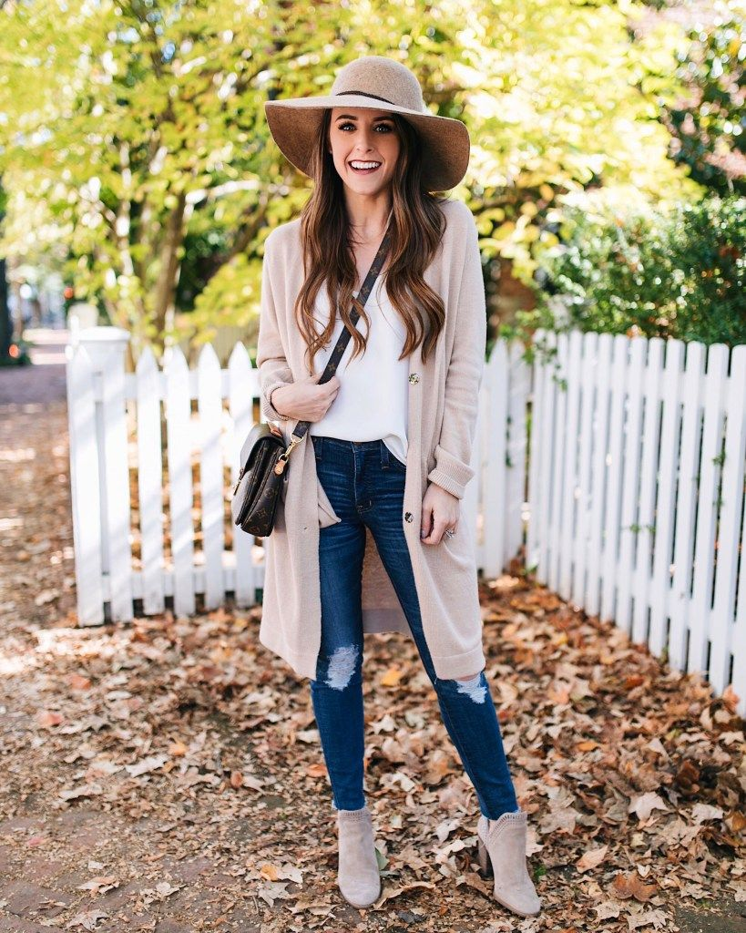 bcf609aceb2 Style blogger Daryl-Ann Denner shares ten comfortable thanksgiving day  outfit ideas