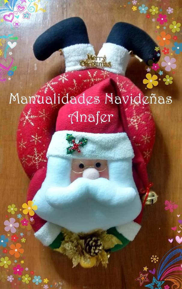 Bellos mu ecos en forma de aros navide os y tambi n for Disenos navidenos para decorar puertas
