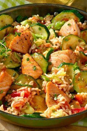 Diese Lachspfanne mit Zucchini steckt voller gesunder Nährstoffe. Mit weniger als 400 Kalorien ein tolles Gericht zum Wohlfühlen! #shrimprecipes