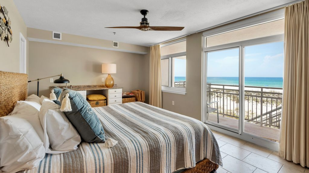Seahorse Unit D Gulf Front 3 Bedroom 2 Bath Townhouse Free Wifi 2 Balconies Seahorse Unit D Is A 2 Level Gulf Front House Rental Ideal Home Pensacola Beach