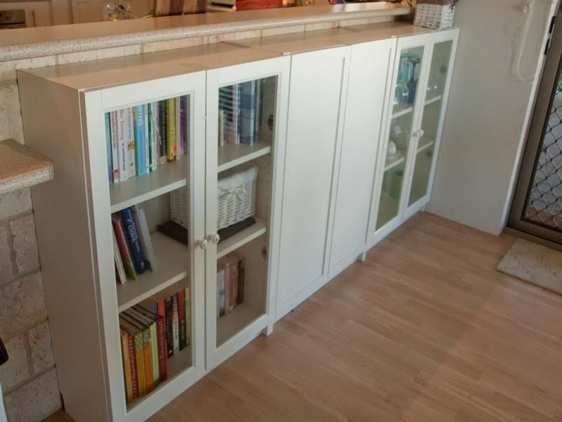 Ikea bookshelves ideas ikea billy bookcase doors ideas decoraci casa pinterest estantes - Ikea puertas para estanterias ...