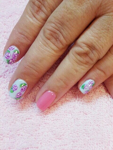 Shellac nails with flower design by Suzanne