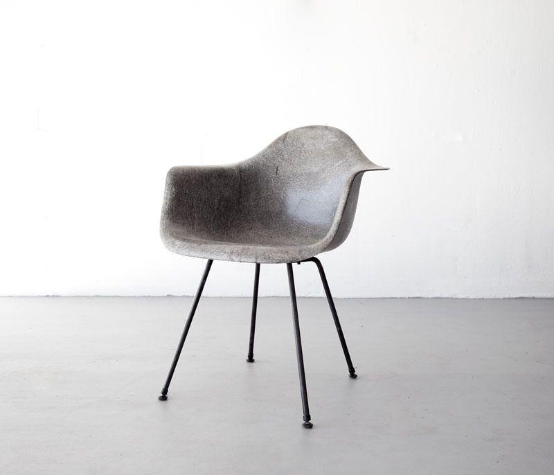 Eames DAX in elephant grey fiberglass White leather