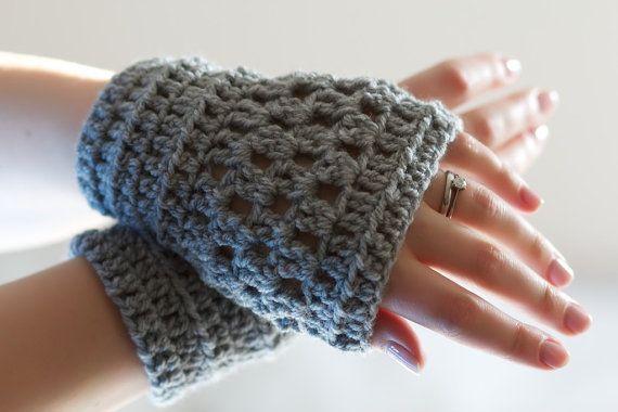 Crochet Wrist Warmers  fingerless crochet hand por LumiStyle, $26,00