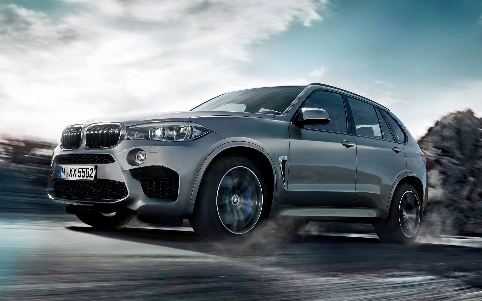 The bmw m combines the renowned presence of bmw s largest sports activity vehicle with the extraordinary performance of m