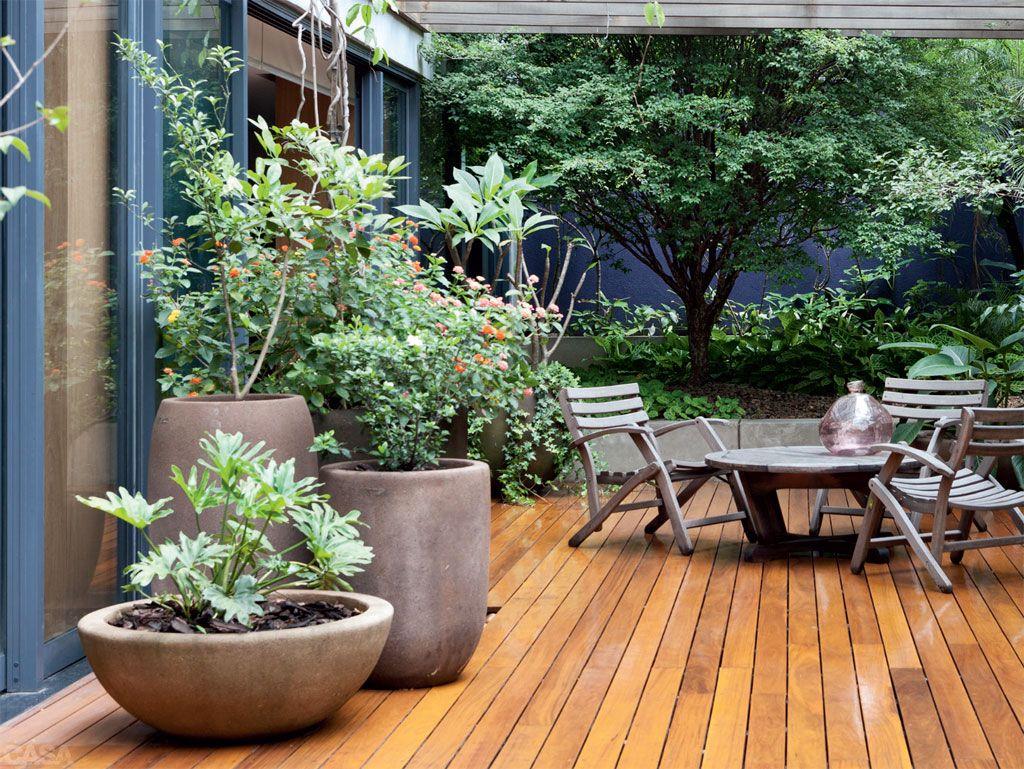 Suficiente Quintal florido de 100 m² é área de lazer no apartamento térreo  PC97