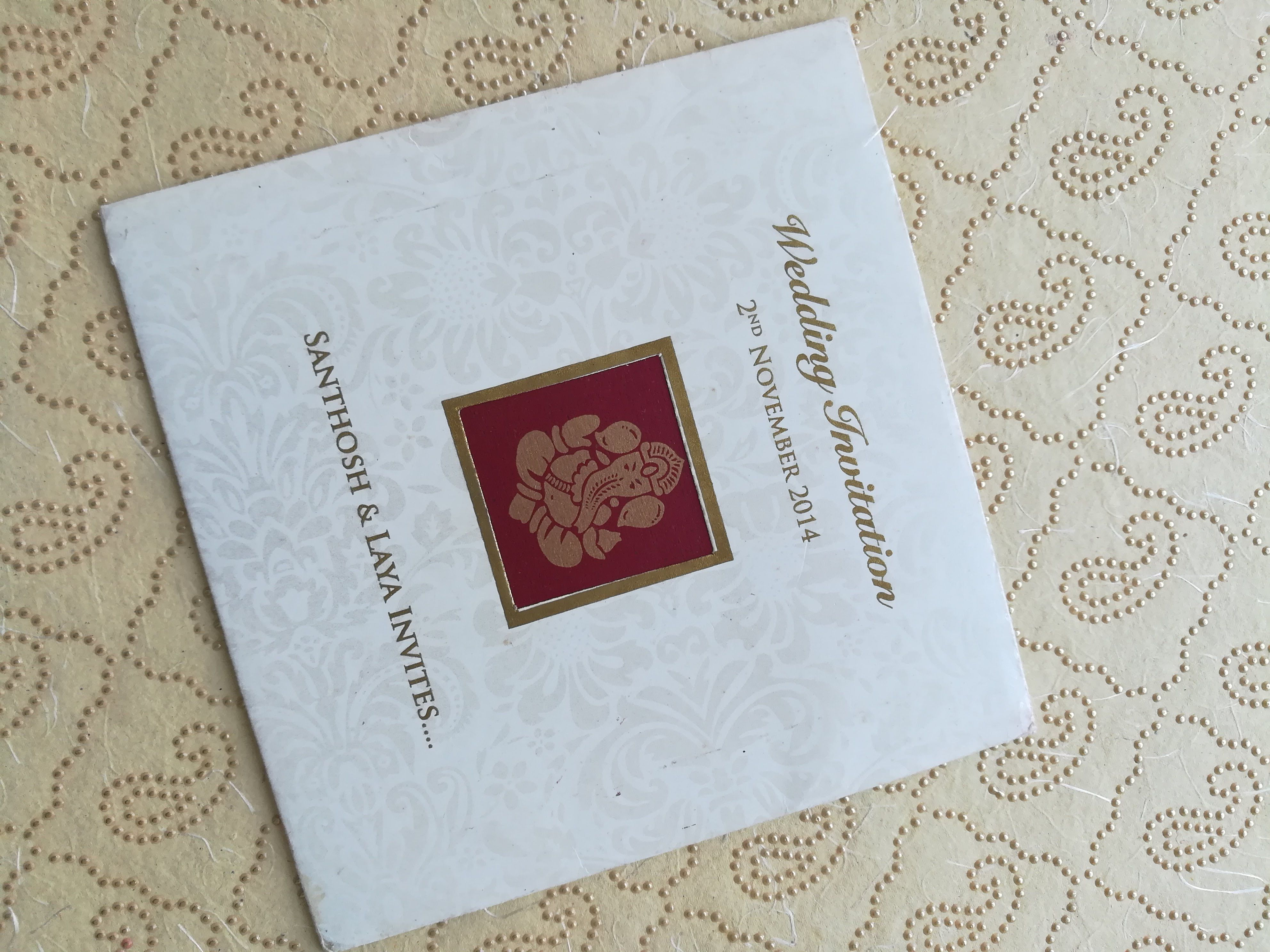 South Indian Traditional Wedding Card Which Conveys Modern And Traditional In A Classic Way Wedding Invitations Hindu Wedding Invitations Marriage Invitations