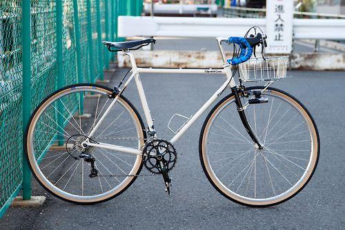 lacletaoficial:  cupandconejp:  2014年の晩夏、僕の自転車はこんな感じになりました。 自分で言うのも何ですが、ダサい! 狙い通りです。やった〜。ガンガン乗ります。 Buenos cambios. Alguien tiene el dato?