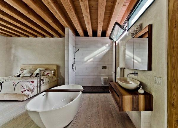 badewanne schlafzimmer balken zimmerdecke holz fenster - schlafzimmer mit badezimmer
