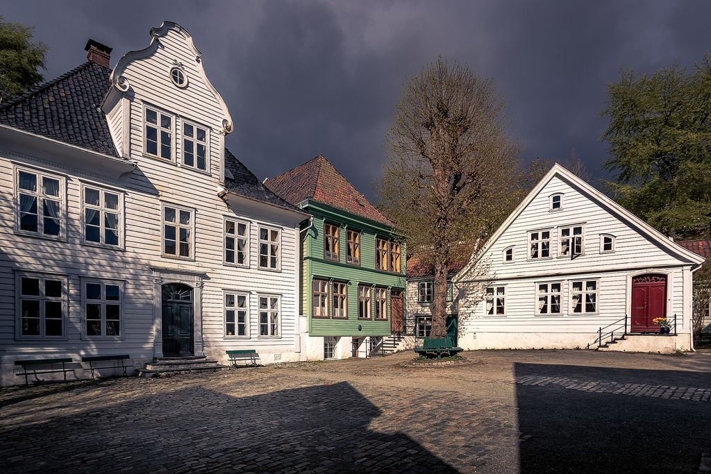 Strong shadows in Gamle Bergen