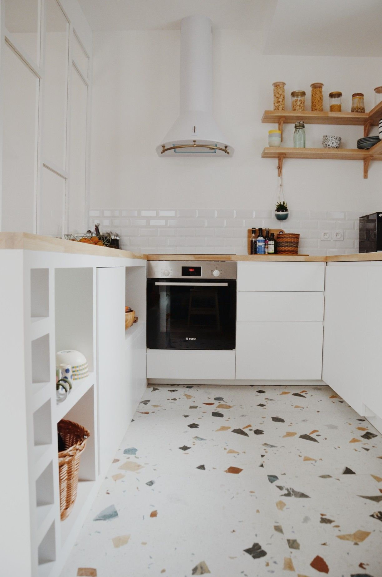 Notre cuisine avec sol Terrazzo   Cuisine appartement, Idée déco ...