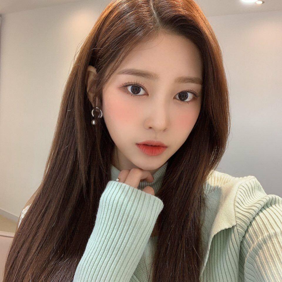 Pin oleh IU Hama di IZONE (아이즈 원)   Kim