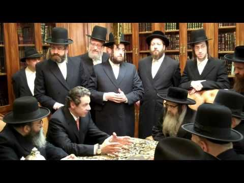 Andrew Cuomo visits Satmar Rebbe - http://www.us2016elections.com/andrew-cuomo-visits-satmar-rebbe/