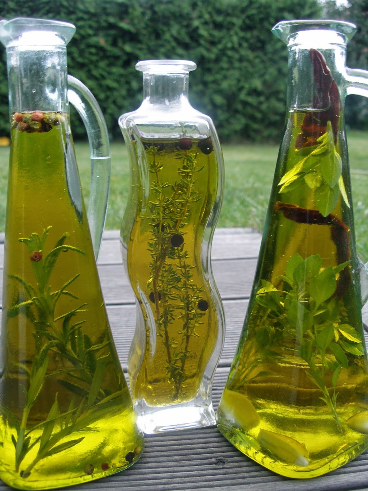 V kuchyni vždy otevřeno ...: Ochucené bylinkové oleje