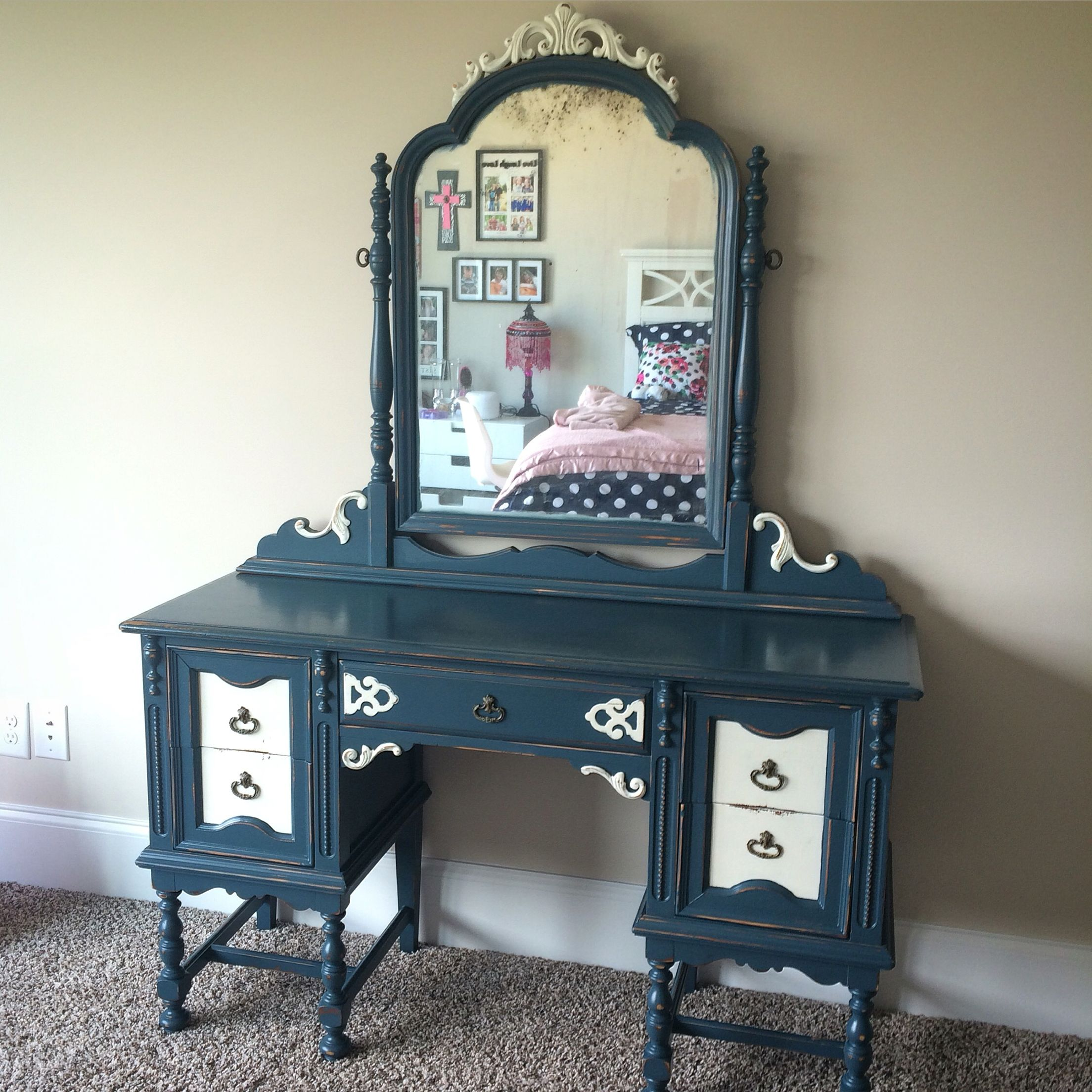 Refinished vanity with Rethunk Junk paint denim blue and tried with cotton. #ourjunkyourtrunk #rethunkjunkpaint #breakthechalkhabit