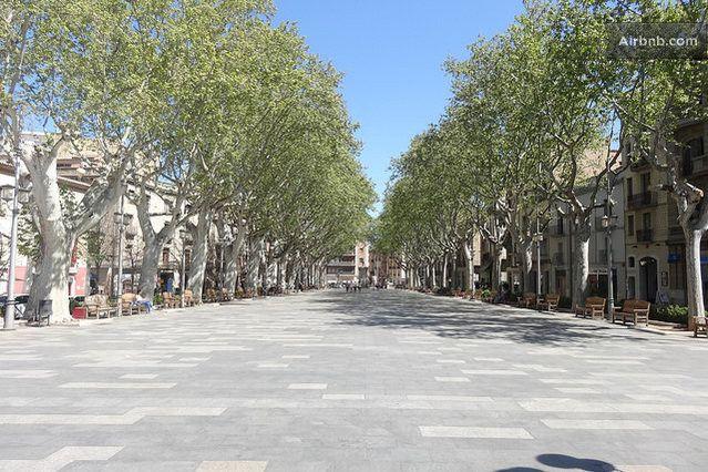 I live in La Rambla, 2' walking to Dali's museum