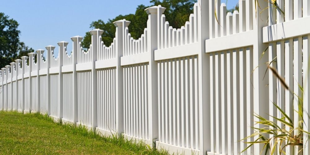 White Vinyl Fence Pricing In 2020 With Images Fence Design