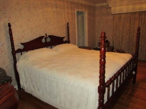 Davis Furniture Lillian Russell 4 poster bed - SOLD! | Davis ...