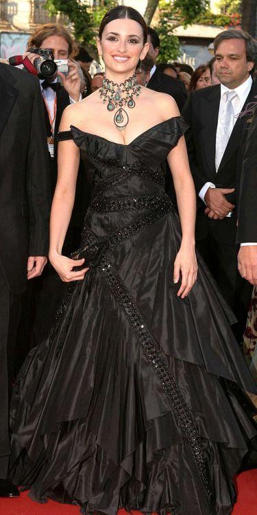 Penelope Cruz in Dior Haute Couture by John Galliano ...