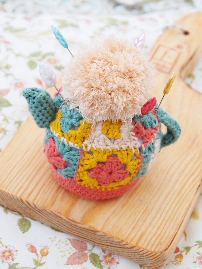 Free crochet pattern for teapot pincushion | Patrones | Pinterest ...