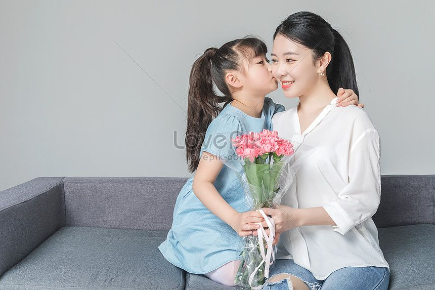 Young Mothers And Daughters Send Carnations Mothers And