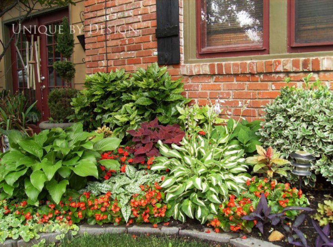 Astounding 35 Beautiful Front Yard Flower Beds Ideas For 400 x 300