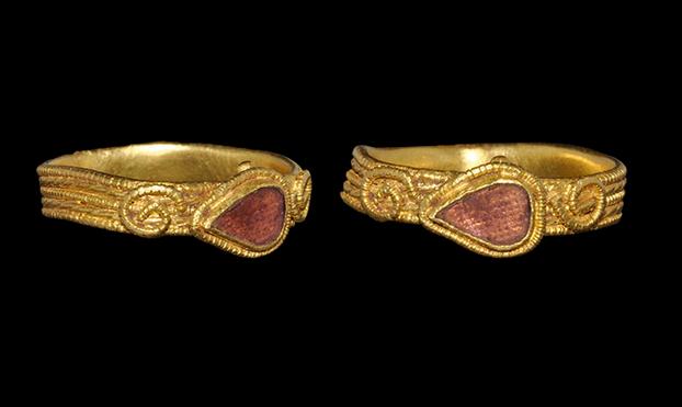 Anglo-Saxon Gold and Garnet Filigree Ring, 7th Century AD