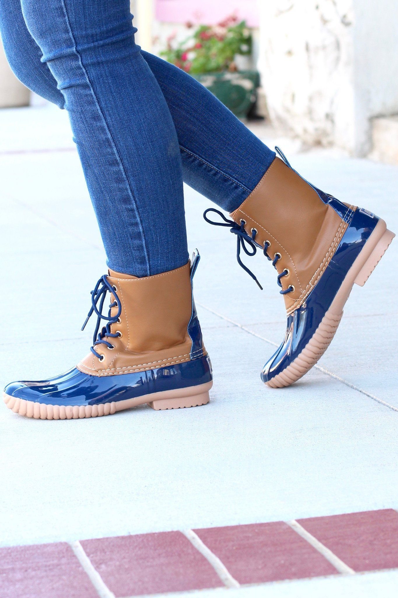 edfe3e03e These classic duck boots are made for damp weather with their one-piece  molded sole