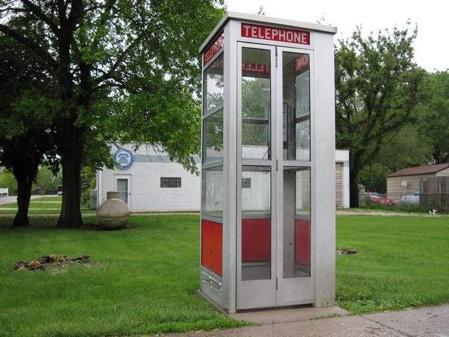 Munson: Phone booth is the place to be seen in Kelley | The Des Moines ...