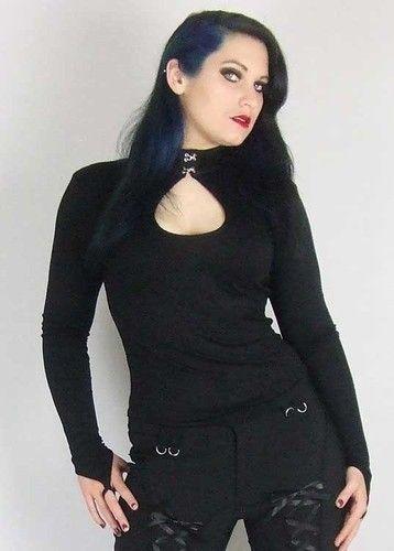 Tämän tyyliset mustat paidat
