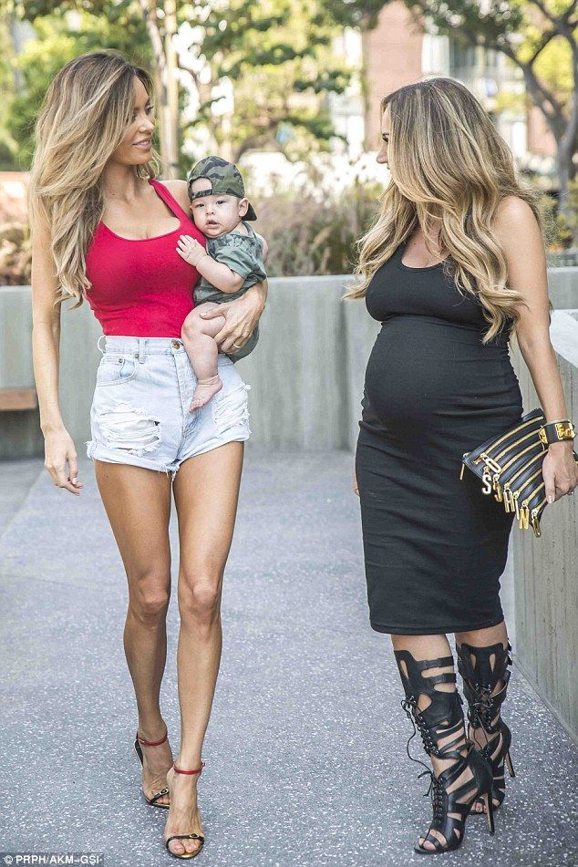 7de01b1452e28 Toned tummy: Sarah is best known for posting photos on Instagram of her  pregnant body - which, unusually, featured a six-pack
