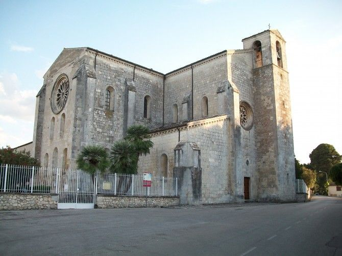 Abbazia di Santa Maria Arabona Epoca: XII secolo Stile:Gotico Francese Luogo: Manopello, Pescara