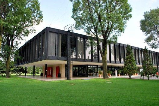 Clásicos de Arquitectura: Oficinas Bacardi en México / Mies van der Rohe,Foto vía sahstudytours.files.wordpress.com