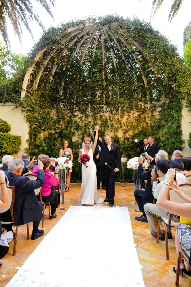 Bride And Groom At Primrose Courtyard Wynn Las Vegas Wedding Planner Green Orchid Events Photo The Cohens Photography