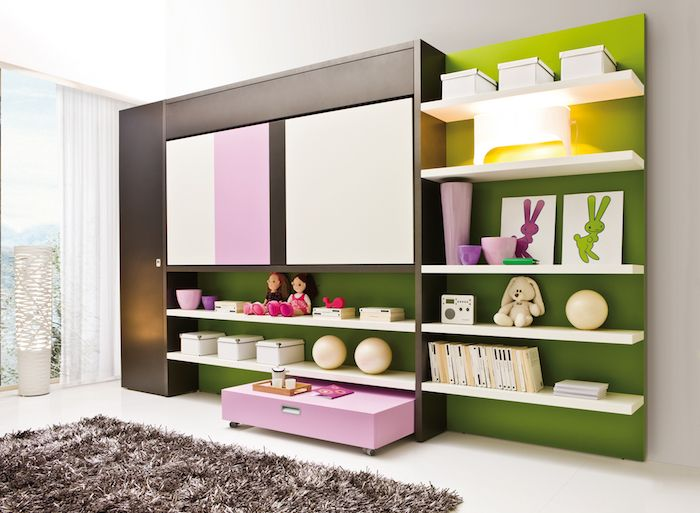 Jugendzimmer Set Bett An Der Wand Kreative Gestaltung Des Kinderzimmers  Regal Mit Dekorationen Bücher Kuscheltiere