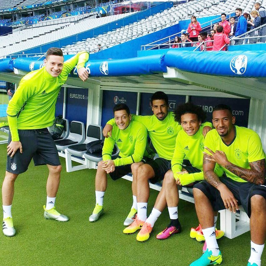 Mesut Ozil On Twitter Julian Draxler Mesut Ozil Ozil
