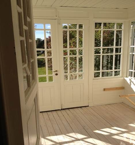 Vacker glasveranda.. would love this for an extension out onto a garden