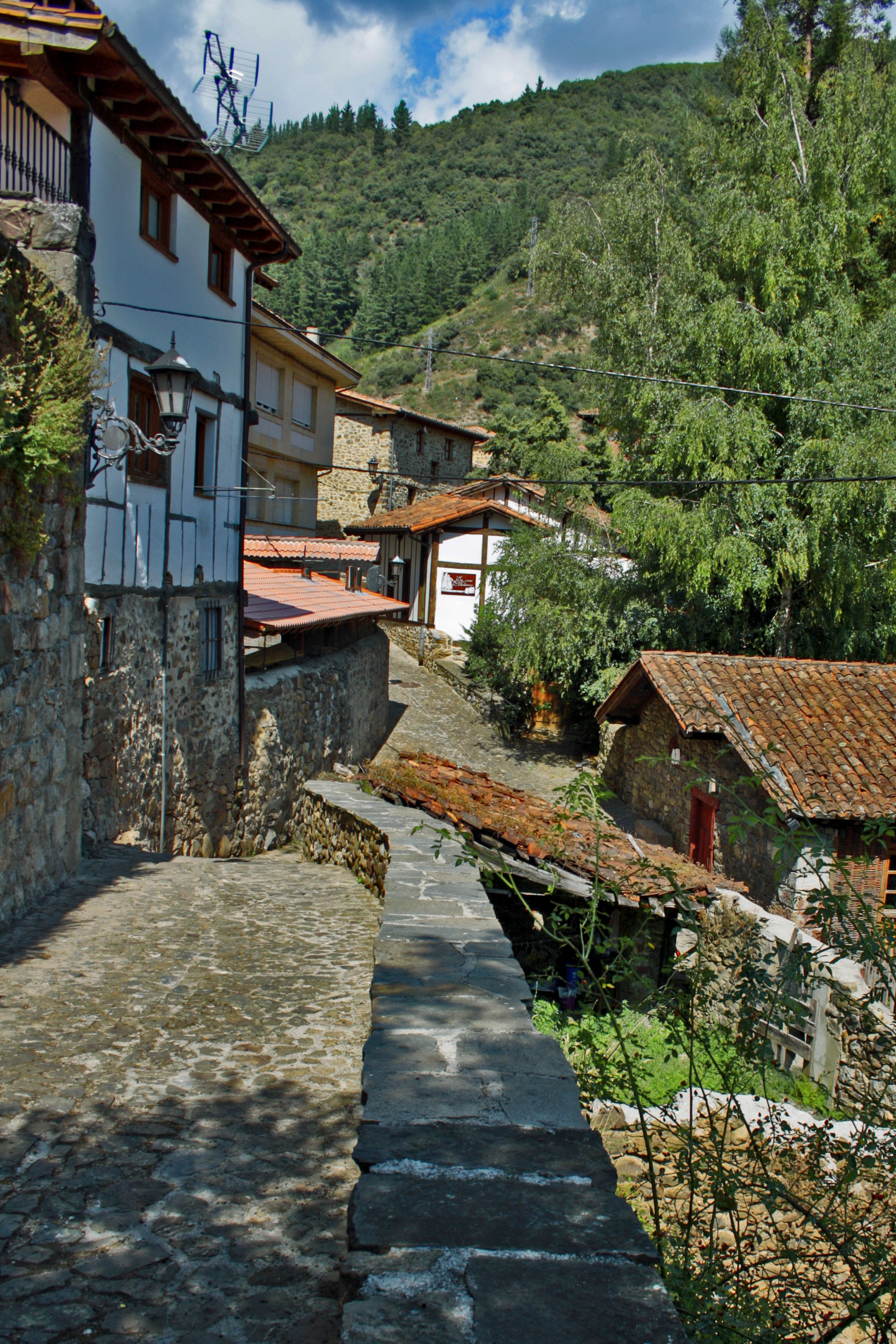 Potes Cantabria Pueblos De España Lugares De España España