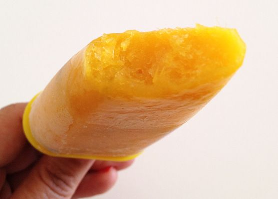 Post: Helados de mango y menta --> Helados de mango y menta, helados frutas, polos caseros frutas, Polos de mango y menta, postres con mango, postres de verano, postres delikatissen, recetas delikatissen, recetas fáciles y rápidas de helados, recetas helado caseras