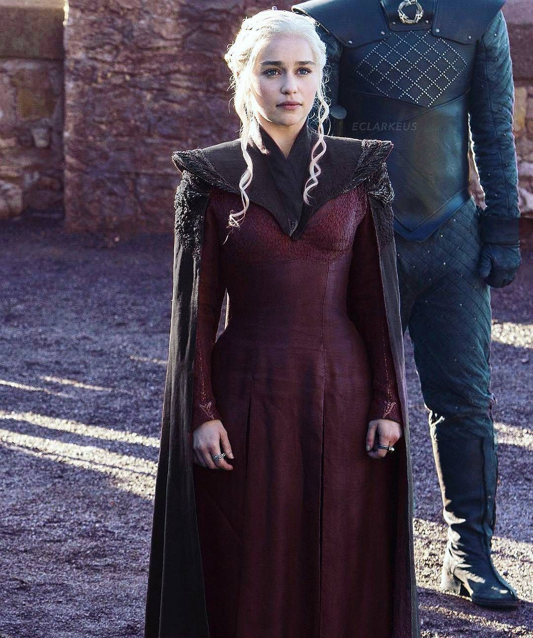 2 297 Vind Ik Leuks 5 Reacties Emilia Clarke Emilia Clarke30 Op Instagram 39 Movienight Timefor Game Of Thrones Costumes Got Costumes Costume Design