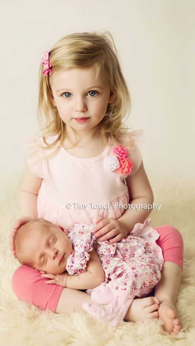 Cute and easy sibling with newborn pose I have an obsession