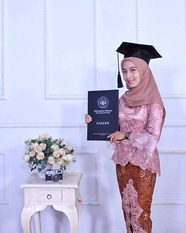 Tutorial Hijab Untuk Wisuda Menutup Dada Tutorial Hijab Wisuda Hijab Tutorial Hijab Fashion