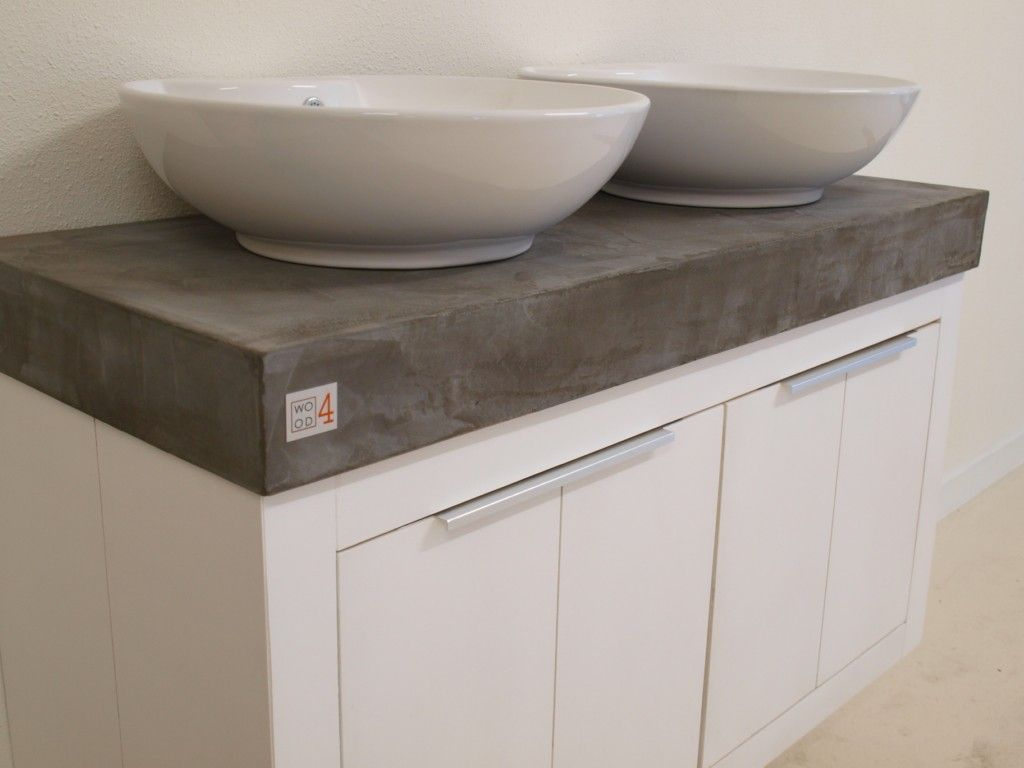 Badmeubel met beton cire blad en dubbele waskom een meubel met