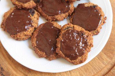 Biscoitos de aveia, tahina e passas