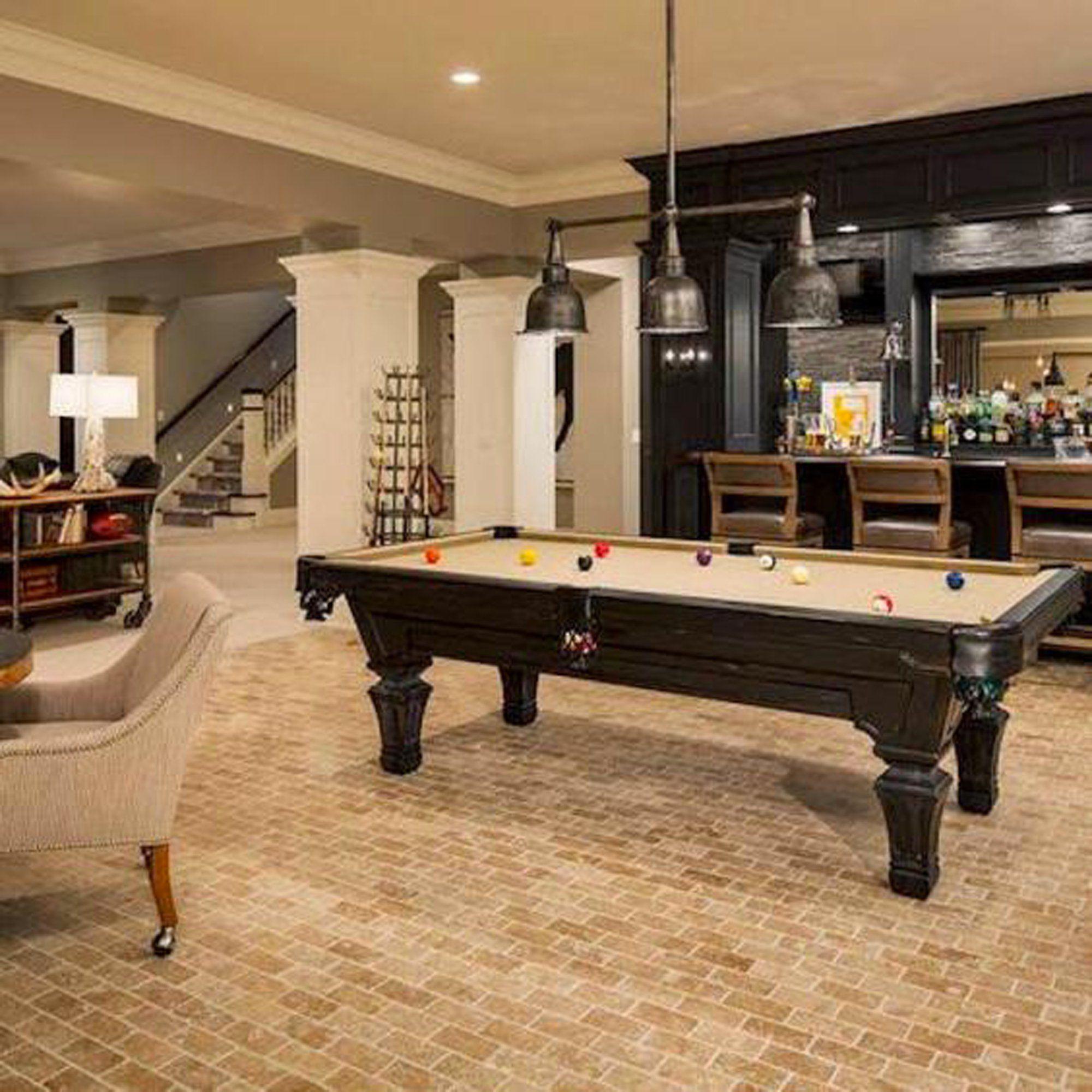 une salle de jeu avec billard | home/basement | finition de
