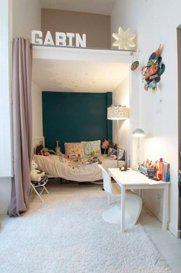 chambre d'enfant cocooning, déco cocooning, mur blanc-beige, lustre blanche