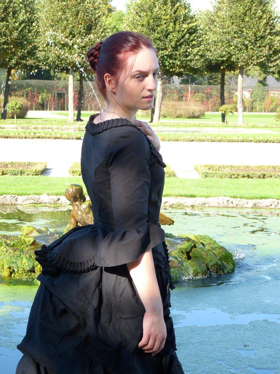 http://fjalladis.de/trauernuere/ Tournüre 1871 Historisches Kleid ...